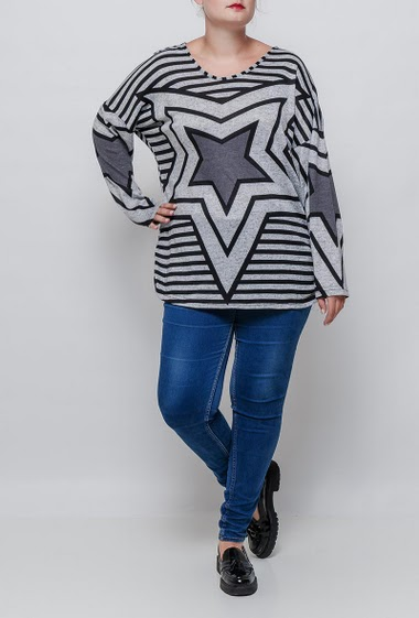 Sweater with stras and stripes, casual fit. The model measures 171cm and wears T3=44/46. T4=48/50 and T5=52-54