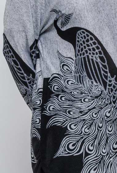 Long printed sweater with birds. The model measures 171cm and wears 46