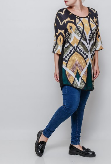 Top with 3/4, printed front, casual. The model measures 171cm and wears T3=44/46. T4=48/50 and T5=52-54