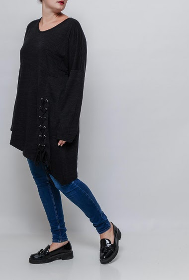 Lace-up tunic, long sleeves. The model measures 171cm and wears T3=44/46. T4=48/50 and T5=52-54