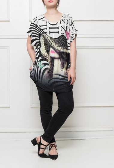 Jersey tunic with printed women and hat decorated with strass, letters and stripes, short sleeves, fluid  fabric