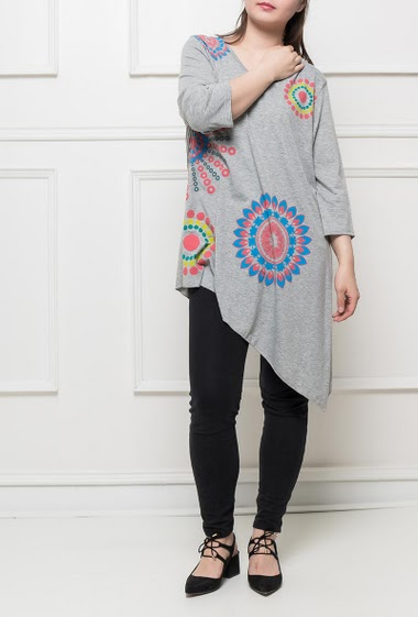 Jersey tunic with colorful pattern, 3/4 sleeves, asymmetric hem, soft and stretch fabric, casual fit