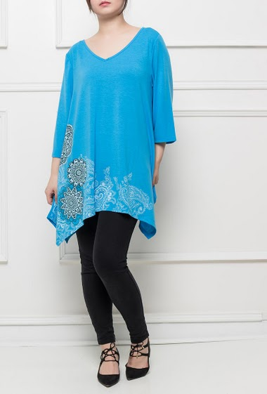 Jersey tunic with colorful pattern, 3/4 sleeves, asymmetric hem, soft and stretch fabric, loose and flared fit, casual style