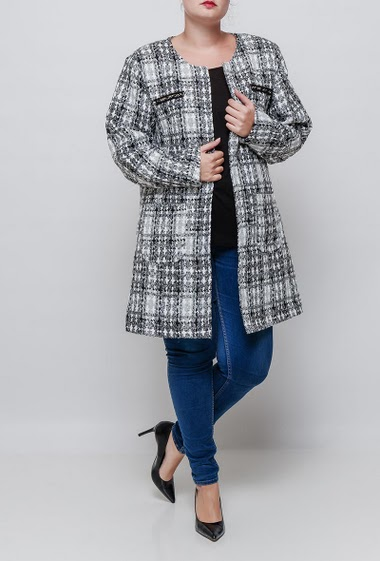Tweed jacket, pockets, hook-and-eye closure. The model measures 171cm and wears 46