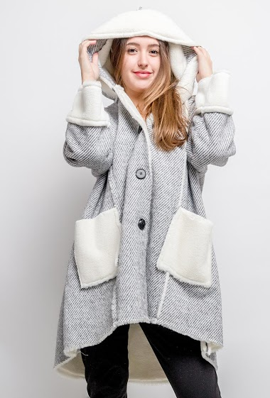 Coat with fur inner