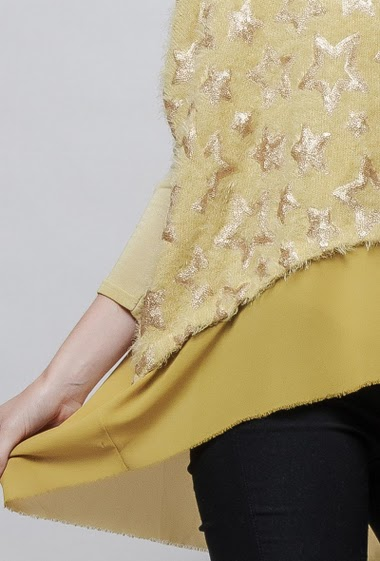 Sweater with printed gold stars, transparent border, batwing sleeves. The model measures 178cm, one size corresponds to 38-42