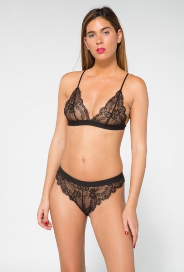 Lace underwear set without padding and non-wired, with a matching thong
