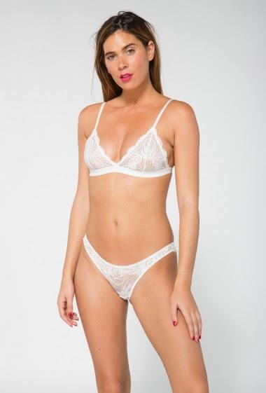 Ensemble lingerie en dentelle motif fleur avec un string assorti - sans armature, sans mousse