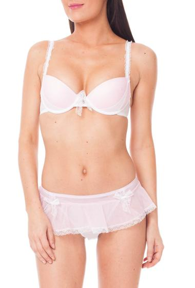 Set with an underwire bra with fancy bow, ruffled straps and a matched thong --- panties: Size S = 36/38, M = 38/40, L = 40/42, XL = 42/44.