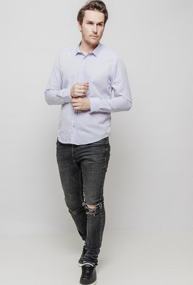 Printed shirt, slim fit. The mannequin measures 187 cm and wears 42
