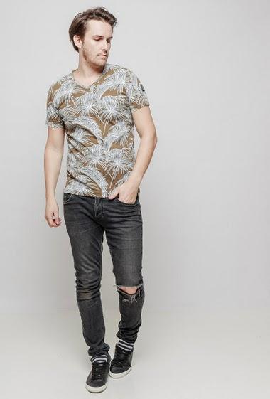 T-shirt à manches courtes, plamiers imprimés, coupe décontractée. Le mannequin mesure 187 cm et porte du L