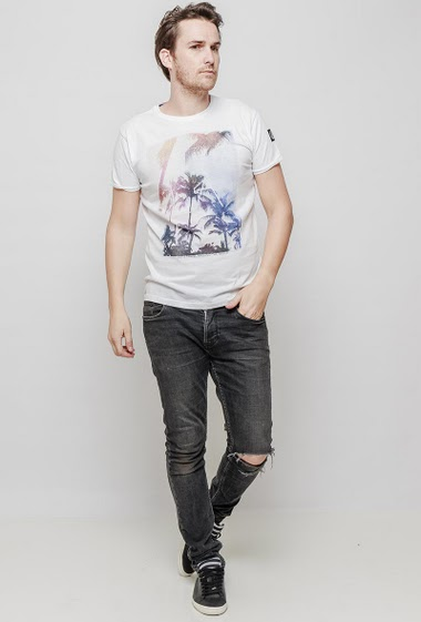 Printed t-shirt, palm trees, casual fit, short sleeves. The mannequin measures 187 cm and wears L