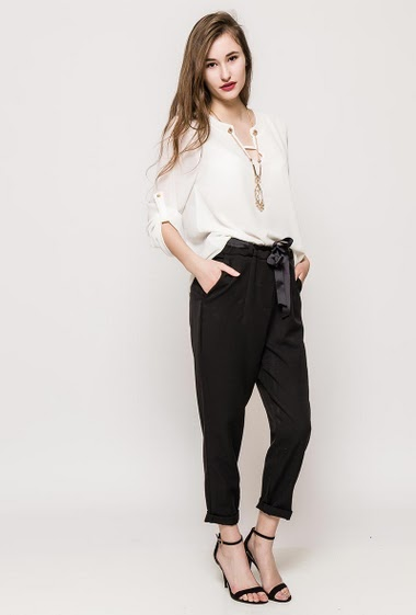 Blouse with 3/4 sleeves, transparent back. The model measures 171cm, one size corresponds to 10/12. Length:71cm