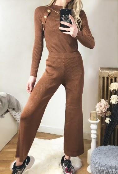 Sweater with gold buttons, pants. The model measures 170cm, one size corresponds to 10/12(UK) 38/40(FR)