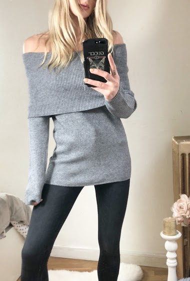 Ribbed knit sweater. The model measures 170cm, one size corresponds to 10/12(UK) 38/40(FR). Length:67cm