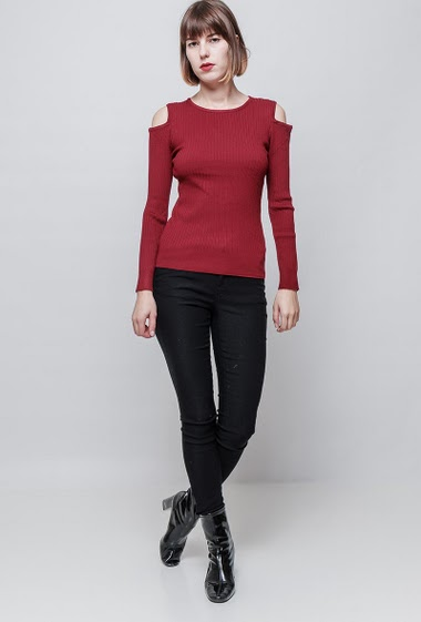 Ribbed sweater, cold shoulder design, long sleeves, close fit. The mannequin measures 172 cm, TU corresponds to 36/38. Brand: Impression