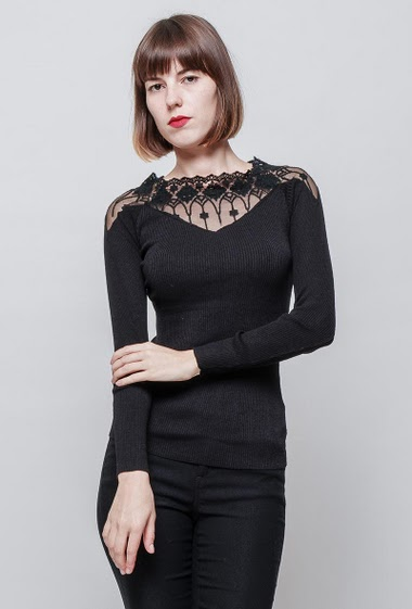 Ribbed sweater, lace yoke, close fit, long sleeves. The mannequin measures 172 cm, TU corresponds to 36/38. Brand: Impression