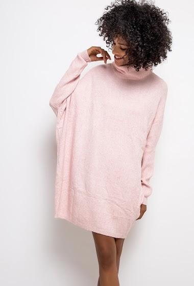 Robe pull ample à col roulé. La mannequin mesure 177cm, TU correspond à 38/40. Longueur:90cm