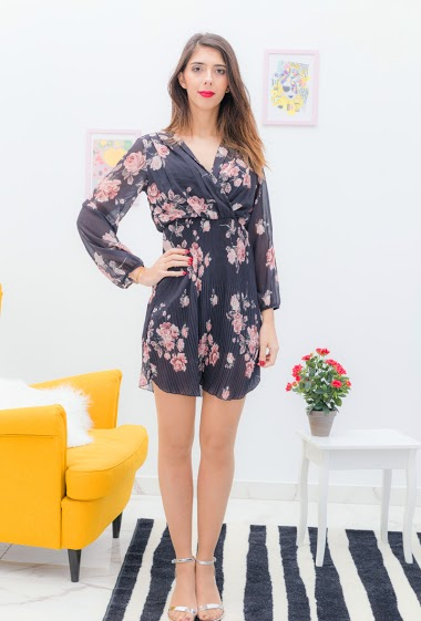 Printed dress. The model is 175cm tall and wears a S. Length: 90cm