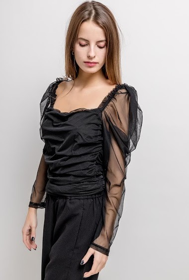 Fishnet blouse, transparente sleeves. The model measures 171cm and wears XL. Length:60cm