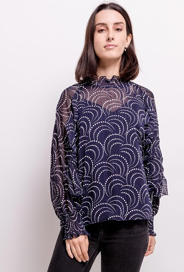 Blouse with ruffles. The model measures 177cm and wears S. Length:69cm