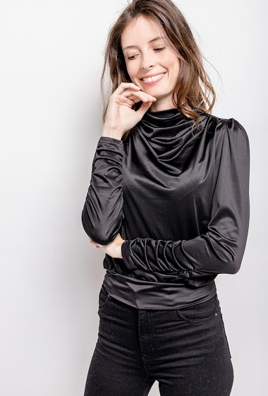 Chic blouse, balloon sleves. The model measures 176cm and wears S. Length:56cm