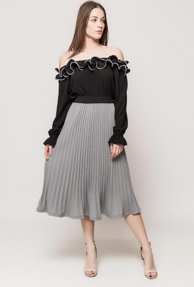 Midi skirt with elastic waist. The model measures 175cm and wears S