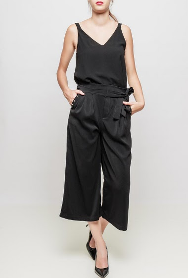 Large trousers mid long, pocket and studs detail