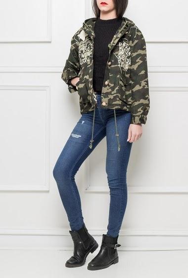 Veste à capuche, dos imprimé, doublure camouflage, cordon de serrage