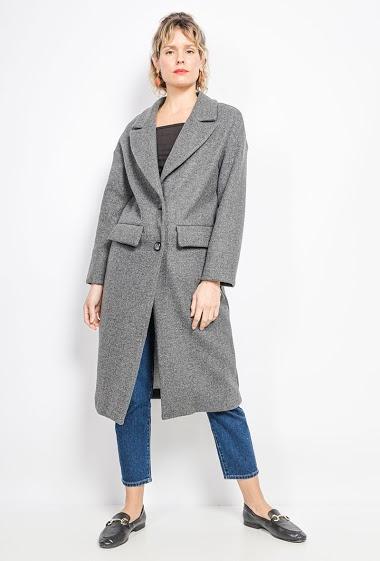 Manteau de qualité premium. Livré sur grand cintre spécial manteau et emballé par un film plastique à la pièce. La mannequin mesure 171cm