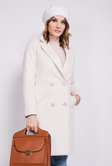 Manteau avec boutons. La mannequin mesure 175cm Manteau de qualité premium. Livré sur grand cintre spécial manteau et emballé par un film plastique à la pièce.