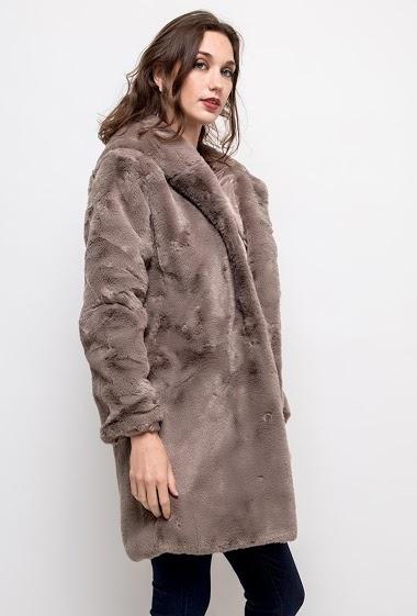 Manteau en fourrure avec capuche