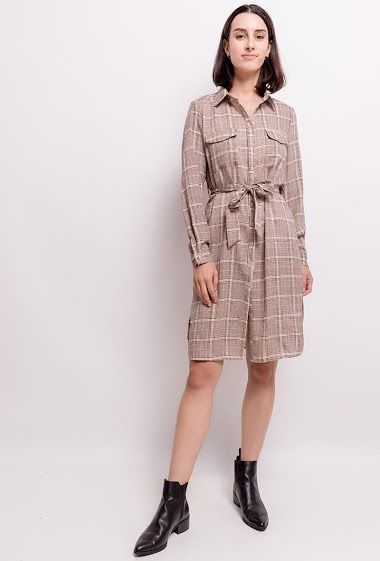 Shirt dress. The model measures 177cm and wears S. Length:107cm