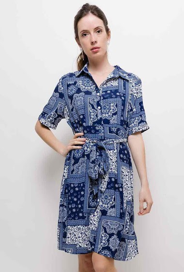Shirt dress, short sleeves. The model measures 174cm and wears XL. Length:100cm