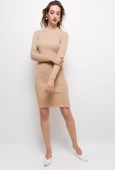 Robe en maille fine,La mannequin mesure 177cm et porte du S/M. Longueur:100cm