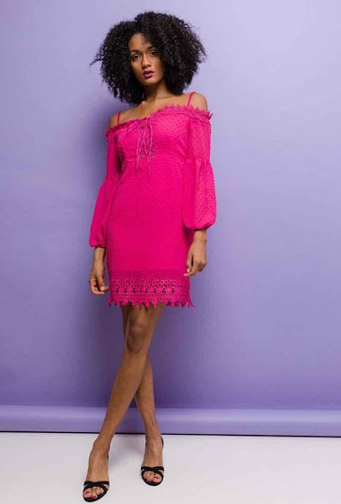 Off shoulder dress. The model measures 178cm and wears S. Length:95cm