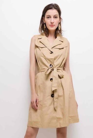 Robe sans manches, fermeture boutonnée. La mannequin mesure 178cm et porte du XL. Longueur:95cm