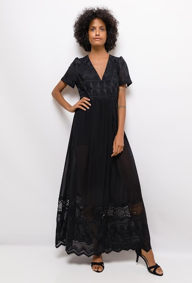 Dress with lace. The model measures 177cm and wears S. Length:145cm