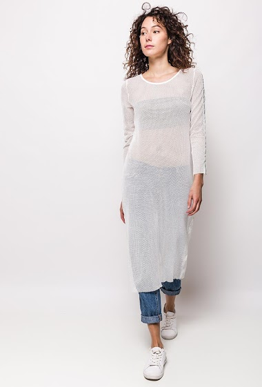 Long sleeve tunic with side stripes on the sleeve. The model measures 178cm and wears S. Length:115cm
