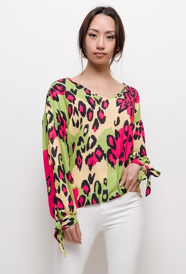 Printed blouse, long sleeves, knot cuffs. The model measures 170cm and wears S. Length:70cm(back)