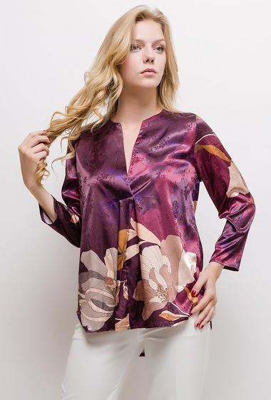 Printed blouse, V neck, long sleeves. The model measures 170cm and wears S. Length:70cm