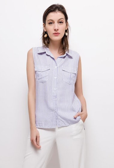 Shirt with shiny threads. The model measures 177cm and wears S. Length:60cm