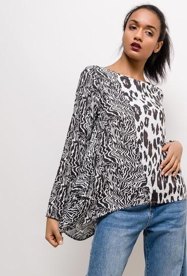 Blosue à motifs léopard. La mannequin mesure 177cm et porte du S/M. Longueur:65cm