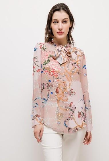 Chemise à imprimé chaînes, tissu semi-transparent. La mannequin mesure 178cm et porte du S. Longueur:70cm