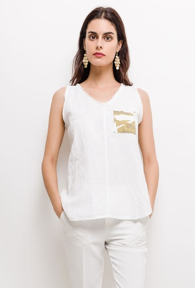 Sleeveless top with camo pocket, stretch back. The model measures 176cm and wears S. Length:65cm