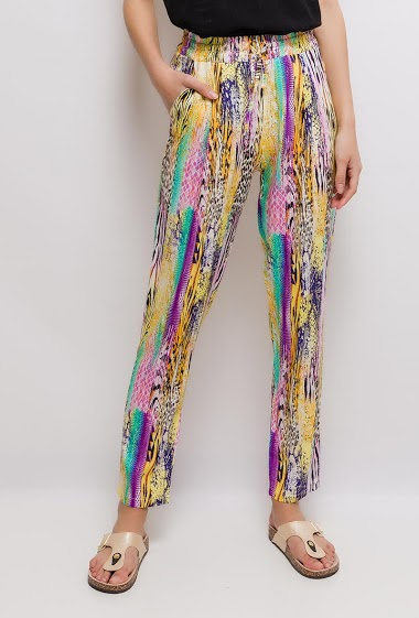 Pants with print, light fabric. The model measures 176cm and wears S