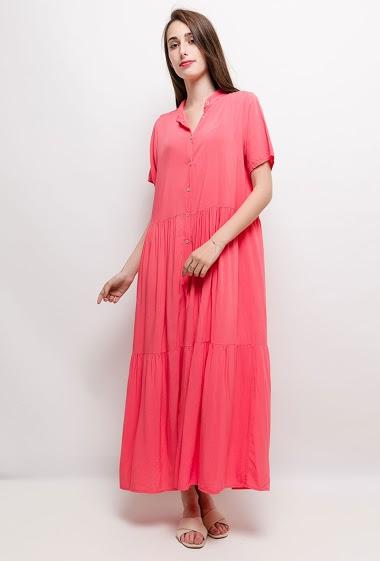 Robe boutonnée, tissu fluide. La mannequin mesure 178cm et porte du S. Longueur:135cm