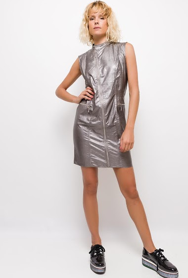 Fake leather dress,Zip sleeveless dress. The model measures 177cm and wears S. Length:90cm