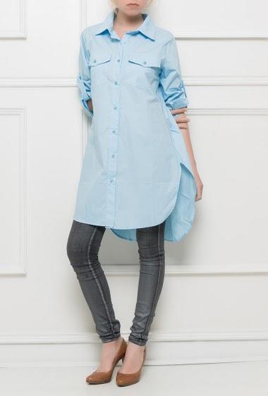 Chemise longue avec poches à rabats, coupe décontractée, fente sur les côtés, manches retroussables