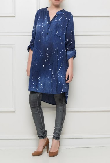 Faded shirt with paint splash, roll-up sleeves, lightweight fabric